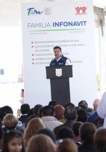 TAM-090-2017.-Gobernador-y-Director-del-INFONAVIT-entregan-escrituras-y-créditos-de-vivienda-en-Reynosa-1